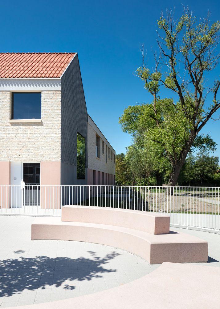 Gallery Of Elementary School Zarren Felt 13 Concrete Staircase Concrete Architecture Architecture