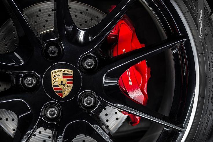 Optional 20-inch Carrera wheel in Porsche Boxster S. #porsche #boxster #wheel more photos @premiummoto.pl