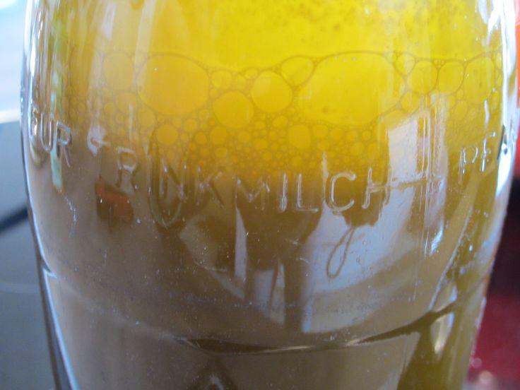 Mandelmilch in der Flasche