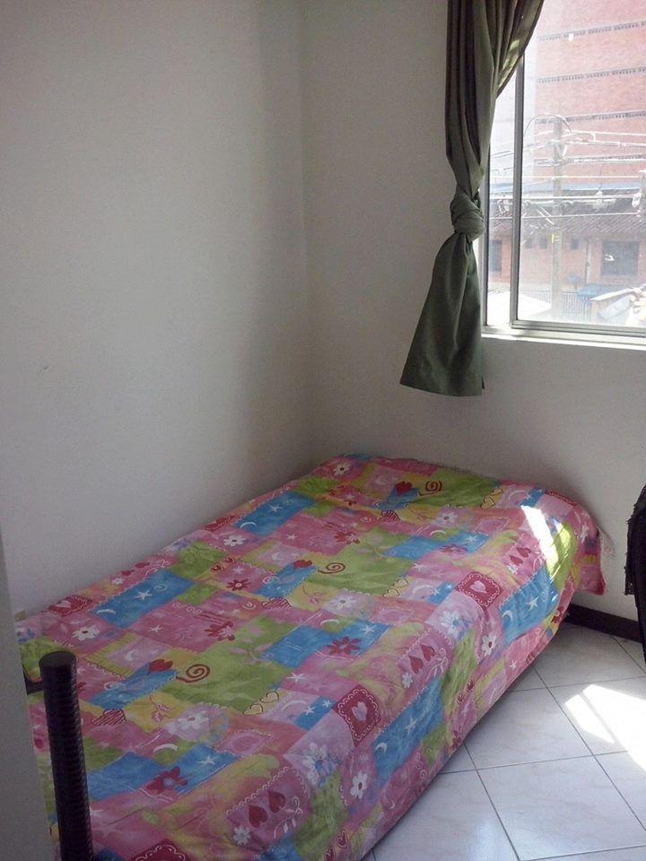 Hermosa habitación sencilla en Medellin Colombia precio inigualable! wi-fi, tv cable, etc http://bit.ly/2bqrUSz