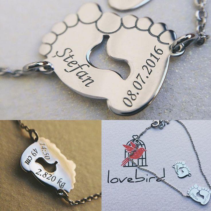 Tălpițele Lovebird sunt potrivite atât pentru mami cât și pentru bebe. #lovebirdbijuterii #fabricatinRomania, baby feet, golden jewelry, baby jewelry, bijuterii personalizate, bijuterii gravate, bijuterii lovebird