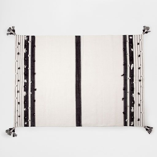 Image of the product Cotton rug with black and white pompoms