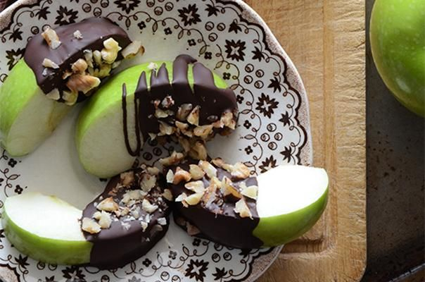 Healthy Candy Apple Wedges Can't get enough chocolate? Try this recipe for a fix. Simply dip apple slices into melted dark chocolate (which has fewer calories than milk chocolate and offers a healthy dose of antioxidants) and sprinkle with toasted walnuts.