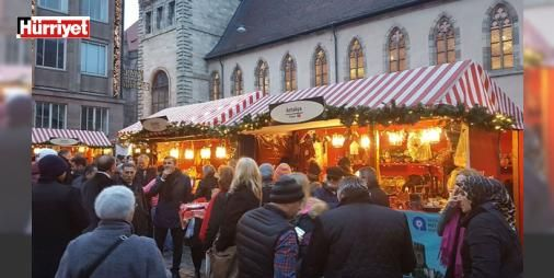 Antalya Kardeş Şehirde baş köşede yer aldı : Kuruluşu 1628 yılına uzanan dünyaca ünlü Nürnberg Noel pazarı binlerce kişinin katılımıyla açıldı. Bir ay sürecek pazarda kardeş şehir Antalya standı baş köşede yer aldı.  http://www.haberdex.com/dunya/Antalya-Kardes-Sehir-de-bas-kosede-yer-aldi/99746?kaynak=feed #Dünya   #aldı #köşede #baş #Antalya #açıldı