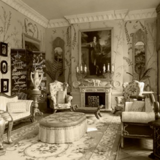 Painted walls interiors and modern homes on pinterest for Home decor 1910