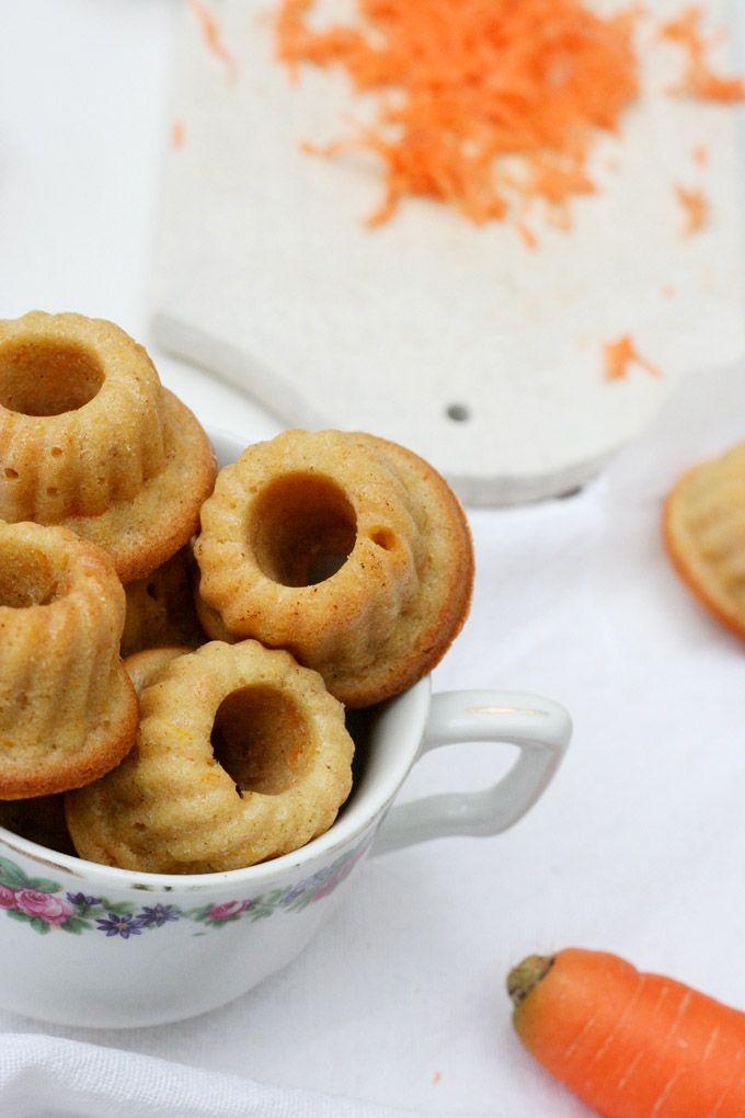 Ihr werdet die saftigen Karottenkuchen Mini Gugls lieben, weil sie im Handumdrehen gemacht und noch viel schneller vernascht sind. (Mini Muffin Party)