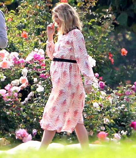 I love Drew Barrymore. She's so free spirited and her style is effortless. I think she's a gorgeous mommy-to-be.