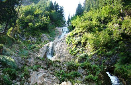 Cascada Cailor – una dintre cele mai frumoase cascade din România | Cascada Cailor este una dintre cele mai frumoase cascade din România, formată pe versantul nordic al Munţilor Rodnei, în apropierea staţiunii turistice Borşa, din judeţul Maramureş.