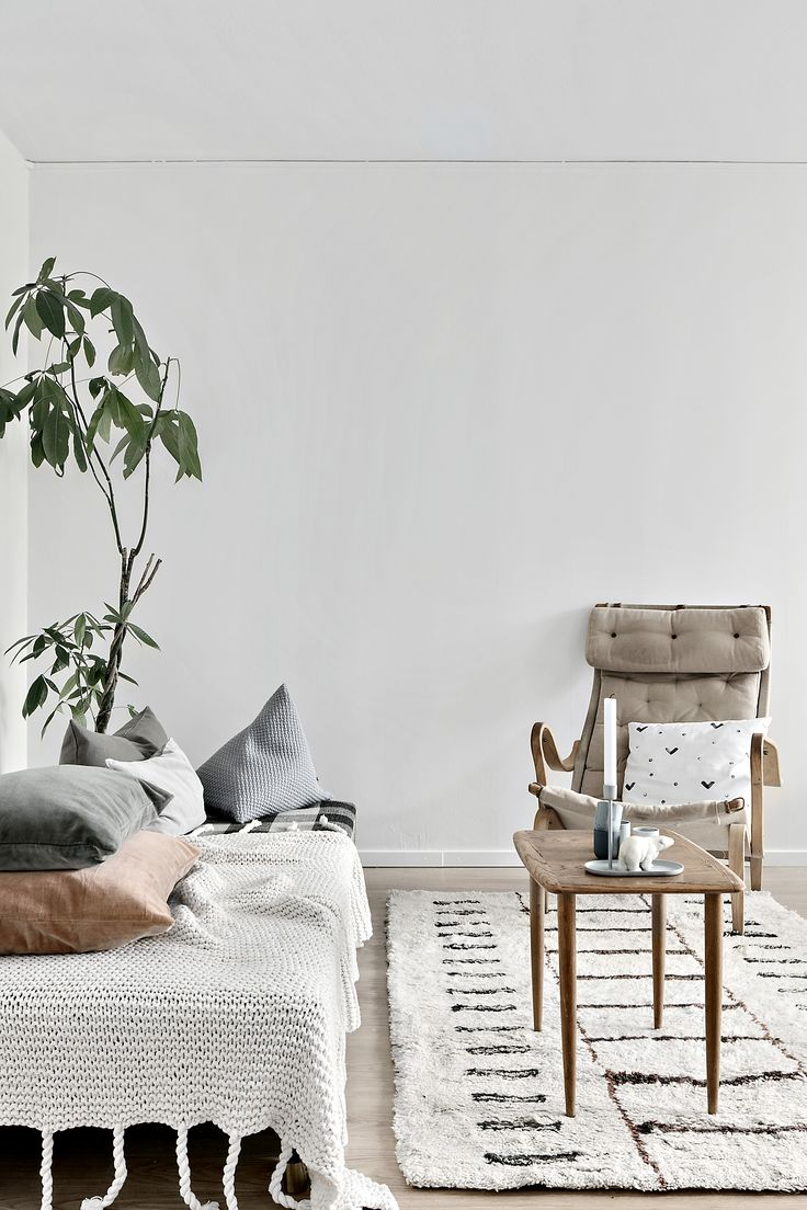 Yndlingsting designs and handcrafts home decor adding a little sparkle and magic to your home. All products are handmade in Denmark from eco-friendly material.