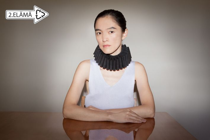 Neck ruff made of recycled rubber from bicycle inner tubes