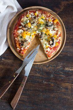 Super schnelle Vollkornpizza, optional glutenfrei und vegan, fertig in 20 Minuten - Carrots for Claire