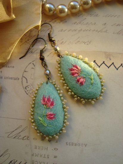 Felt earrings Miss Briony by filzgood