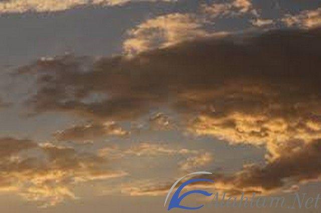 تفسير حلم الغيوم في المنام لابن سرين ابن سيرين السحب في الحلم السحب في المنام الغيوم Clouds Outdoor