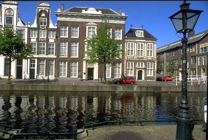 Oudste Bibliotheek van Nederland. Rapenburg Leiden