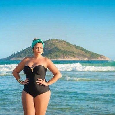 shayshapesup:  hourglassandclass:  Cleo Fernandes looks fab!