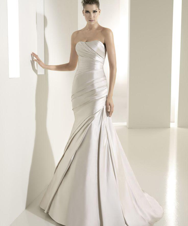 Elegant Pronovias White One Tigris Wedding Dress off retail