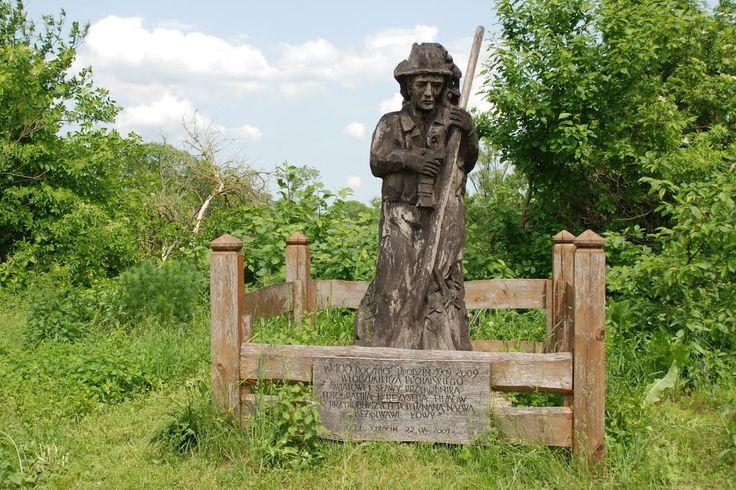 Przydrożna rzeźba pamięci Włodzimierza Puchalskiego