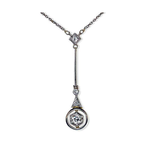 Negligé-Collier mit 0,2ct Altschliffdiamant 585 Gold Vintage First & Second Schmuck kaufen - verkaufen durch Gutachter und Sachverständigen im Auftrag von Privat. Aus Erbschaft, Nachlass und Collections-Auflösungen. Privatsammlungen und Adelsbesitz mehr #Schmuck #Schmuckboerse #vintage #verlobung #diamant #brillant #antiquejewels #diamondearrings #jewelry https://www.schmuck-boerse.com/index-gold-halsschmuck-2.htm