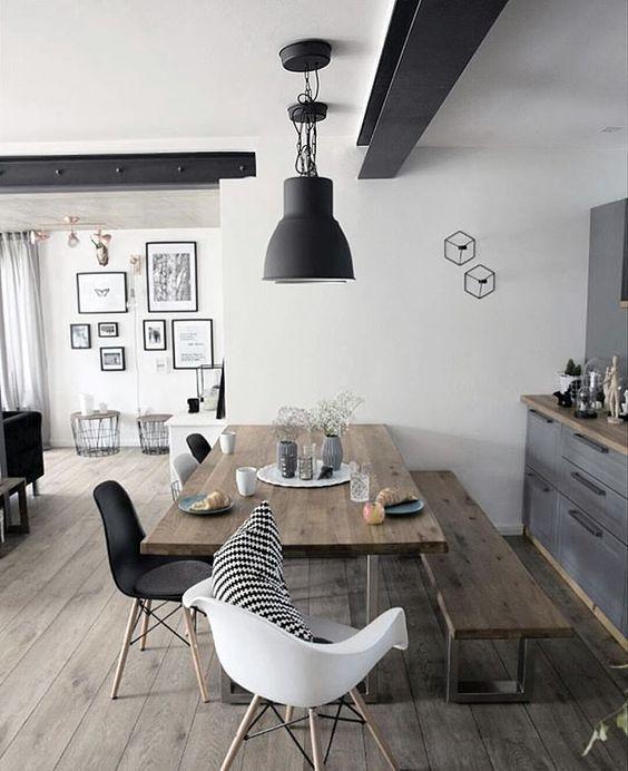 Deco Salle a manger table en bois et chaises noir