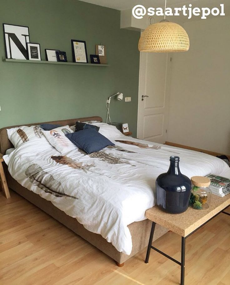 Laat je inspireren hsfy.nl/top10s4 door onze nieuwste top 10 mooiste slaapkamers #slaapkamer #wonen #bed #interieur #stijl #groen #bed #lamp #mooi #vaas #kussens #dekbed @saartjepol