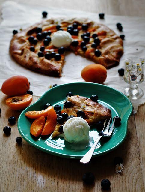 Alverdens mad: Galette med frangipane, abrikos og blåbær
