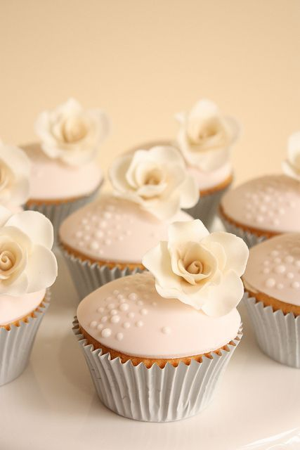 Soft pink and cream vintage rose cupcakes by Cake Ink. (Janelle), via Flickr
