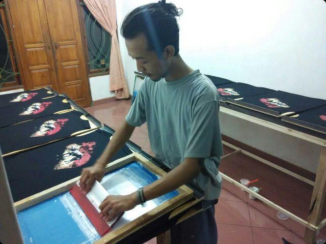 #parashuramascreenprinting #pspsablon #pspsablon  #sablonbantul #sablonklaten #jogjakartasablon #sablonjogja #printmaker #printmaking #screenprint #silkscreen