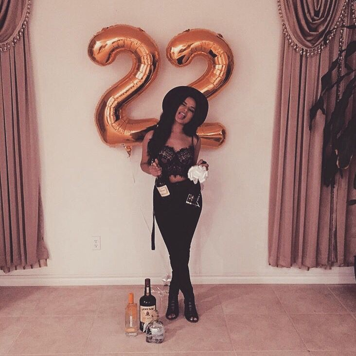 ♡ On Pinterest @ kitkatlovekesha ♡ ♡ Pin: Photography ~ Gold 22nd Birthday Balloons ♡