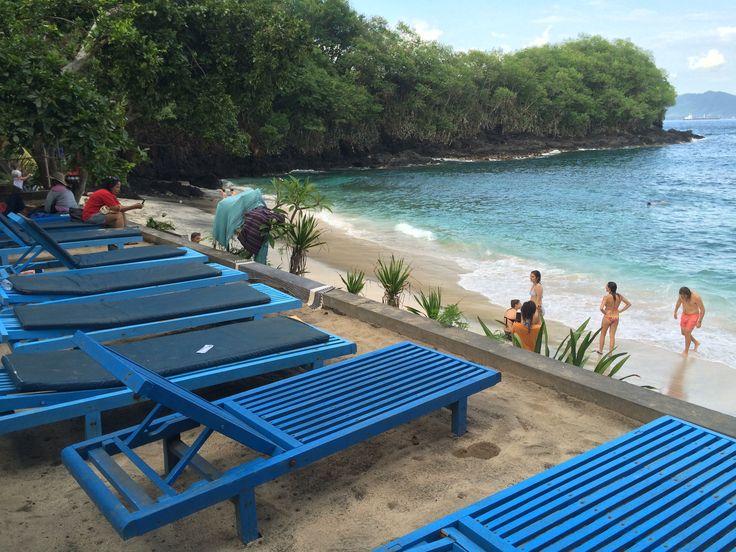padang bay. lay and relax on the sun loungers at padang bay