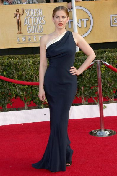 Fabulously Spotted: Anna Chlumsky Wearing Sophie Theallet – 2014 SAG Awards #SAGAwards - http://www.becauseiamfabulous.com/2014/01/anna-chlumsky-wearing-sophie-theallet-2014-sag-awards-sagawards/