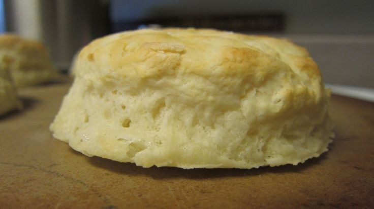 Homemade Buttermilk Southern Biscuits - easy to make and perfect for breakfast! | SouthernKissed.com