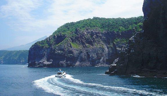 Shiretoko National Park Travel: Sightseeing Boat Cruises