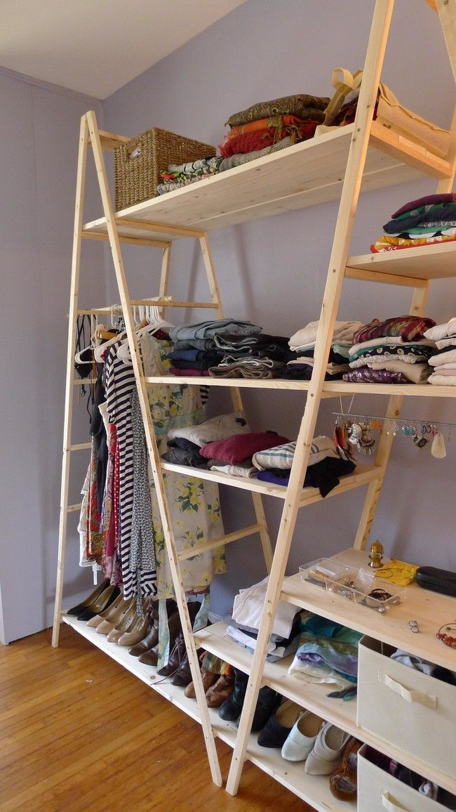 Best 25 pallet closet ideas on pinterest pallet for Closet en escaleras