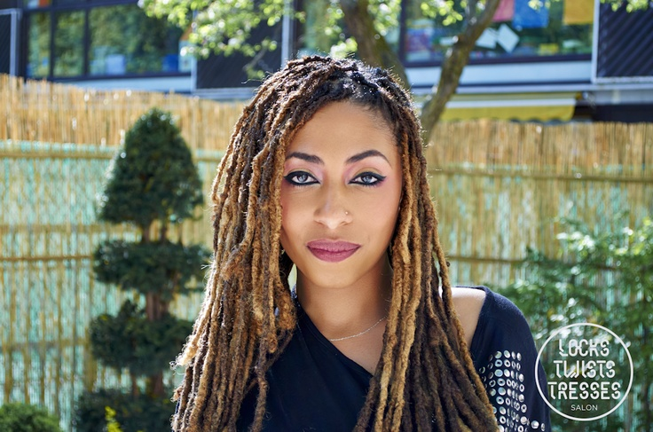 Pin by coiffure locks on coiffures femmes tresses twists locks pinterest salons - Salon de coiffure dreadlocks paris ...