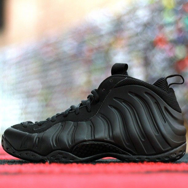 You gotta love the stealth foamposites I don't think I met a person who does not like foamposites well aside from the price that is xD