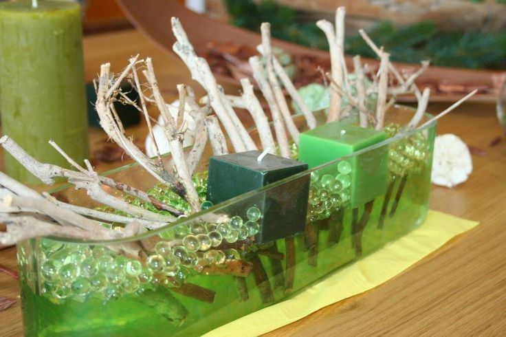 Working with green aqualinos to create a natural atmosphere on your xmas table.