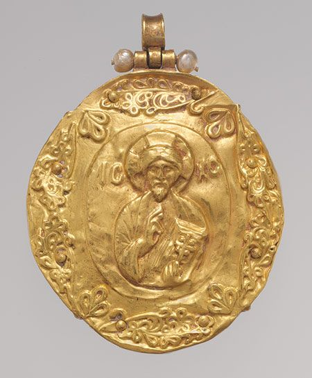 Reverse side of a Byzantine Pendant Brooch with Cameo of Enthroned Virgin and Child, cameo, c. 11th - 12th century; gold mount, c. 12th - 14th century