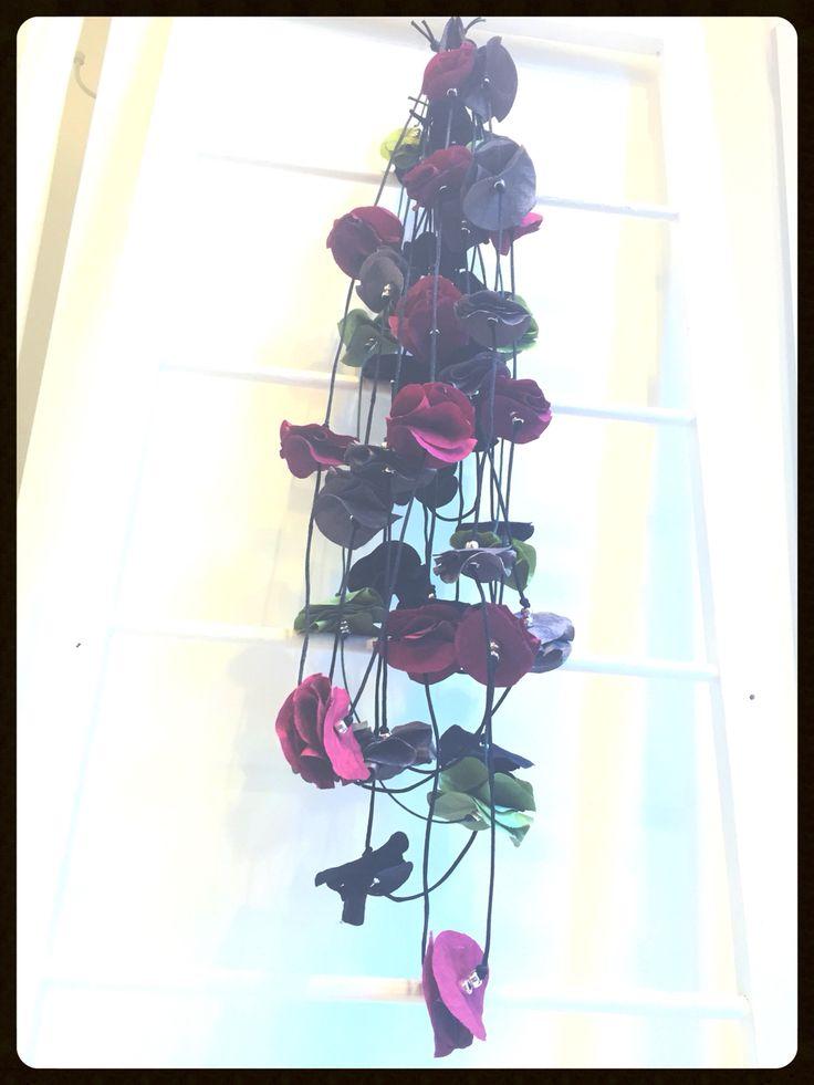 Collana con fiori in taffetà  #handmade #fabbricadigiuggiole