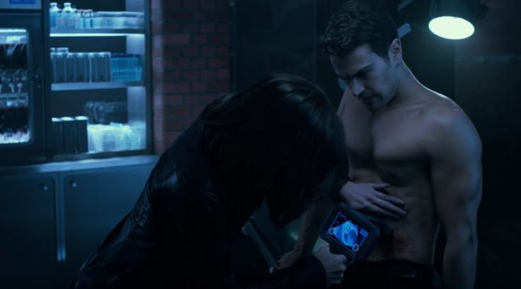 WATCH: Theo James shirtless in new official Underworld: Blood Wars clip