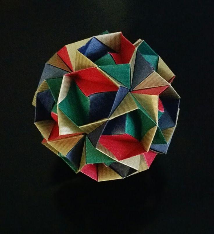 Esterre Sonobe from Maria Sinayskaya's recent book. Thirty 7.5cm x 5cm rectangles.