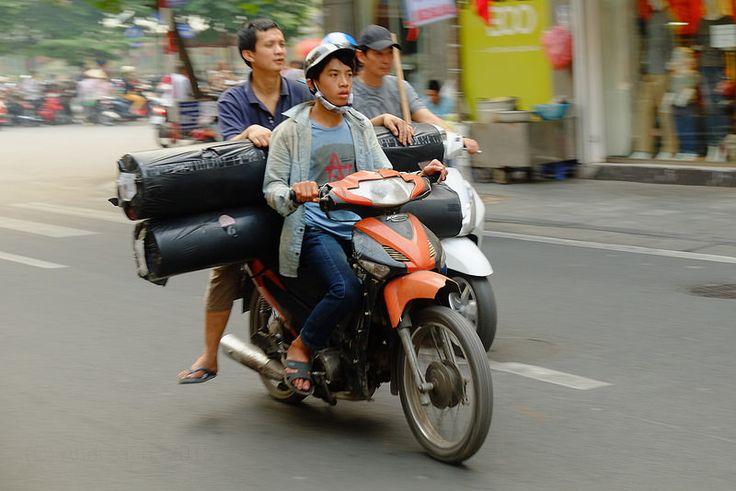 Street Life - Hanoi (Subtitle Asia Overloaded #18)