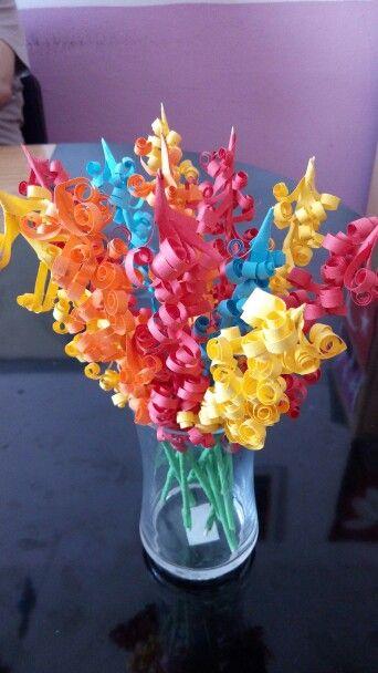 Renkli kağıt sümbüller