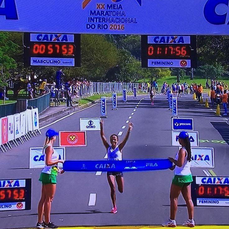 Parabeeeeeeens Joziane Cardoso!! Campeã da meia maratona do Rio! 1h17! Que bela vitória!! #meiadorio2016