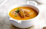 Découvrez notre recette de soupe de potiron et châtaignes au foie gras. Facile à faire, elle est idéale pour une journée d'automne.