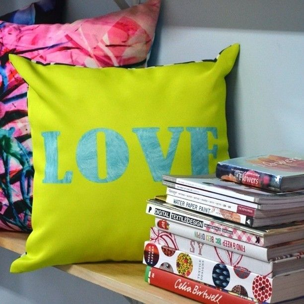 If you love textiles as much as we do and have a longing to design fabrics, join…