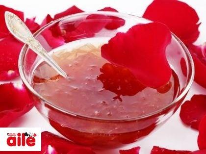 Gül Reçeli - Evde kolaylıkla hazırlayabileceğiniz bir reçel tarifi... http://www.hurriyetaile.com/evimiz/yemek-tarifleri/gul-receli_10015.html