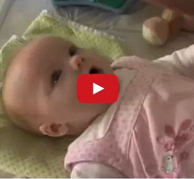 """10 Week Old Baby Stuns Parents by Saying """"I Love You"""""""
