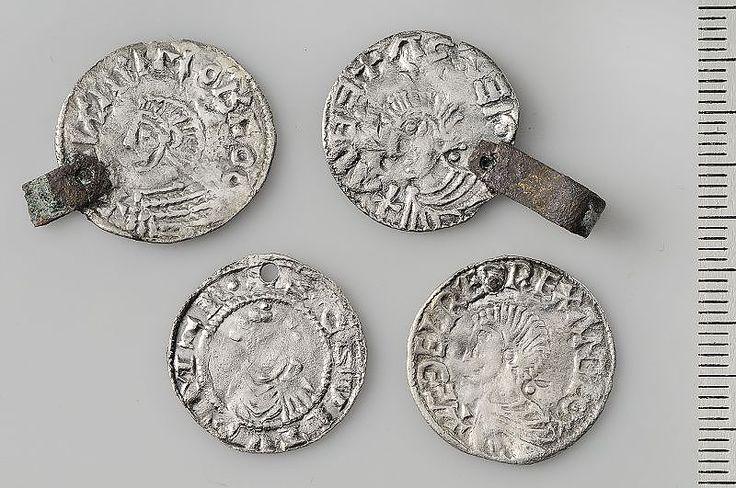 Viking silver coin pendants - Gotland  /  Historiska