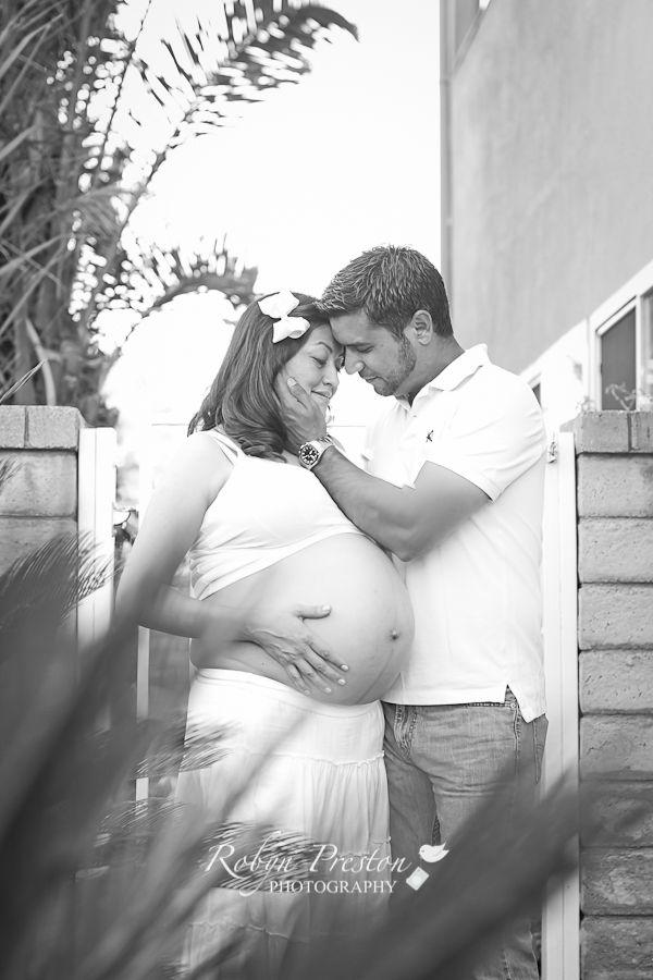 Maternity photo ideas! www.robynprestonphotography.com