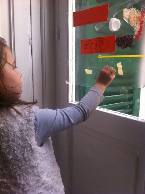 Come sono diverse la carta e la plastica? Fai un'attività d'arte del riciclo! #lavoretti #per #bambini